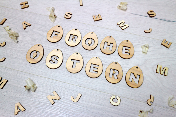Buchstabenanhänger Eier